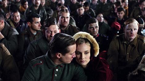 Lovers Nikolaus (Benno Fürmann) and Anna (Diane Kruger) behind the front line