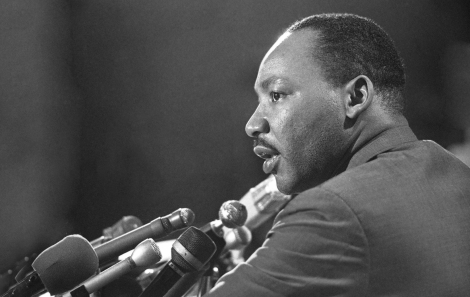 martin_luther_king_microphones_jacket_face_light_8411_1920x1080